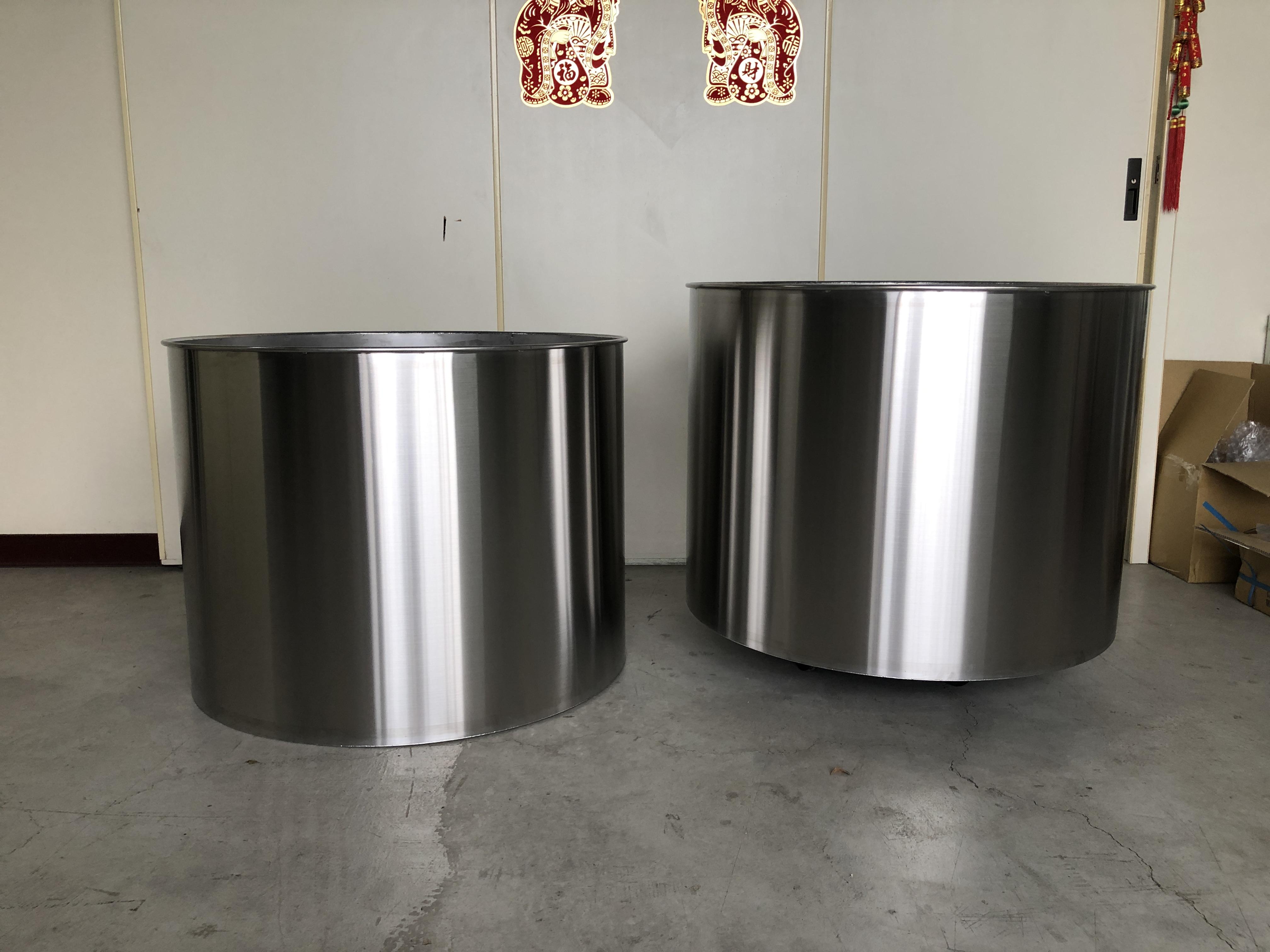 大型不銹鋼儲料桶